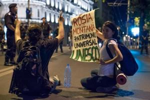 Bukarest 2013: Proteste für Rosia Montana (Quelle: https://www.facebook.com/photo.php?fbid=10153927162580816&set=a.449719750815.255101.600085815&type=3&theater)